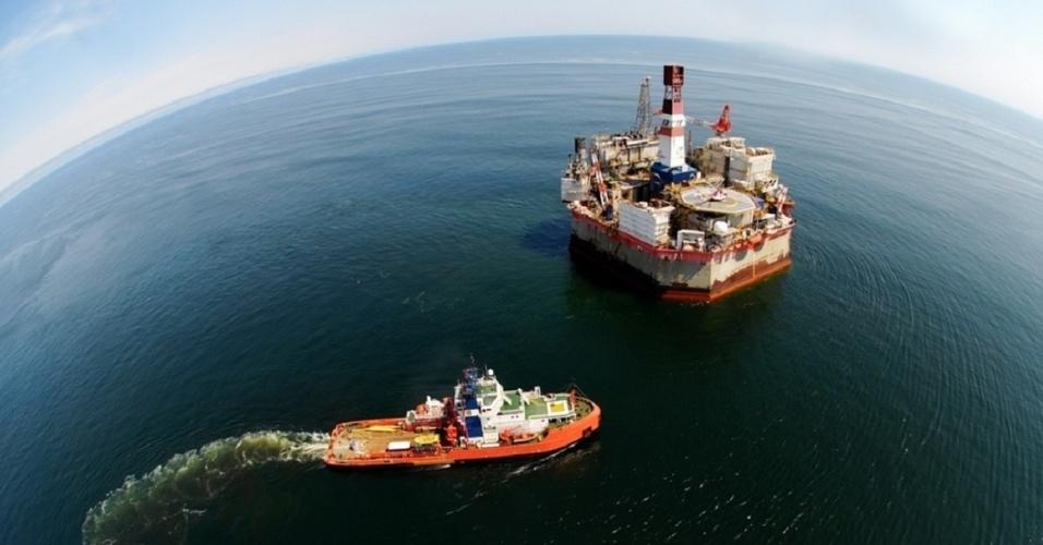 midia-indoor-economia-petroleo-plataforma-exploracao-negocio-exploracao-pre-sal-energia-perfurar-explorar-gasolina-industria-combustivel-gasolina-maquina-tecnologia-trabalho-1382113152631_956x500